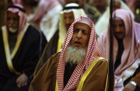 Grand mufti Al-Asheikh prays during funeral of Saudi woman and daughter who were killed in Chad
